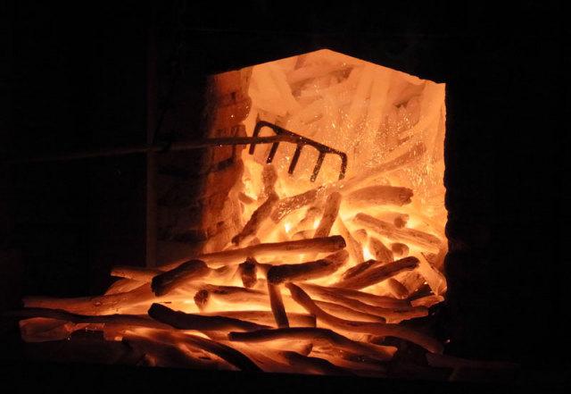 紀州備長炭の窯だし